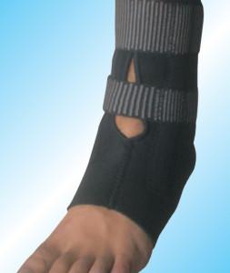 Ortoza za skočni zglob ojačana kaiševima i potporom od silikona